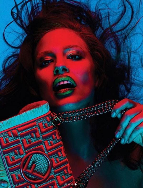 A modelo Ashley Graham em ensaio para a revista V Magazine (Foto: Reprodução/Instagram)