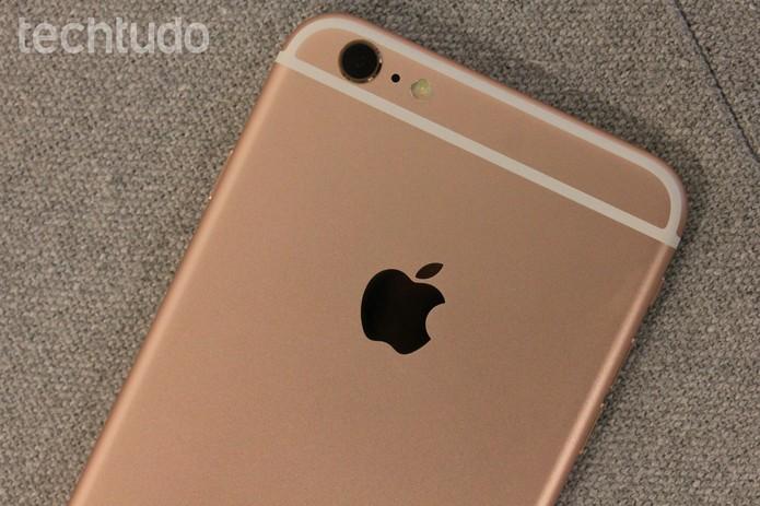 Traseira do iPhone 6S Plus rosa (Foto: Lucas Mendes/TechTudo)