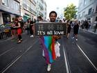 Europa celebra Parada do Orgulho Gay e homenageia vítimas de Orlando