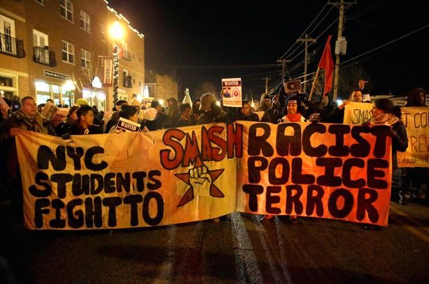 Morte de Michael Brown em agosto provocou onde de protestos nos EUA (Foto: Jeff Roberson/AP)