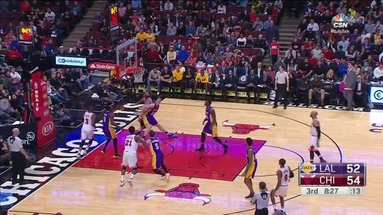 Garotada mostra sua força, e Lakers passam pelos Bulls em Chicago
