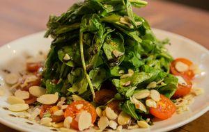 Salada de rúcula com redução de bálsamo