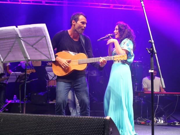 Rogê e Maria Rita em show na Zona Portuária do Rio (Foto: Anderson Borde/ Ag. News)