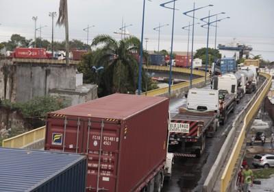 greve_caminhoneiros_caminhao_salvador_bahia (Foto: Edilson Lima/Agência O Globo)