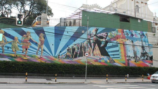 Kobra homenageia sua cidade natal com uma ilustração do famoso Monumento às Bandeiras (Foto: Charles Humpreys/BBC)