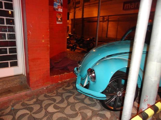 Morador de rua escapou do acidente durante a madrugada (Foto: Thiago Caporasso)