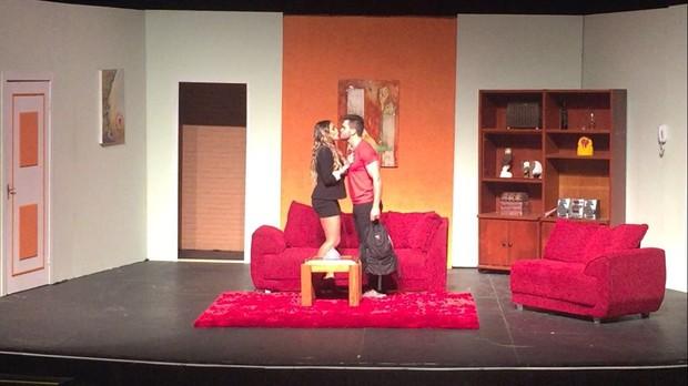 Natacha Horana, bailarina do Domingão do Faustão, está em cartaz na peça Dois Casais em Maus Lençóis (Foto: Thiago Duran/Divulgação)