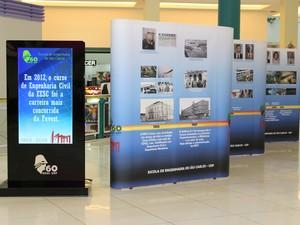 Painéis e totens eletrônicos contam a história da EESC (Foto: Nathália Nicola/Divulgação)
