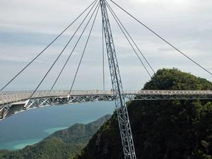 Ponte dá a sensação de caminhar no céu (Foto: Dylan Walters/Creative Commons)