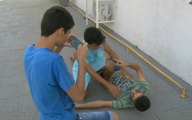 Alunos gravam filme 'O Beijo da Morte' em ji-Paraná (Foto: Bom Dia Amazônia)