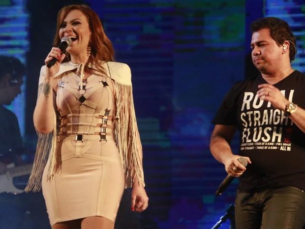 Solange Almeida e Xand, do Aviões do Forró, em show em Serrinha, na Bahia (Foto: Fred Pontes/ Divulgação)