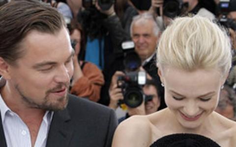 Carey Mulligan é paparicada por Leo DiCaprio e mais atores em Cannes