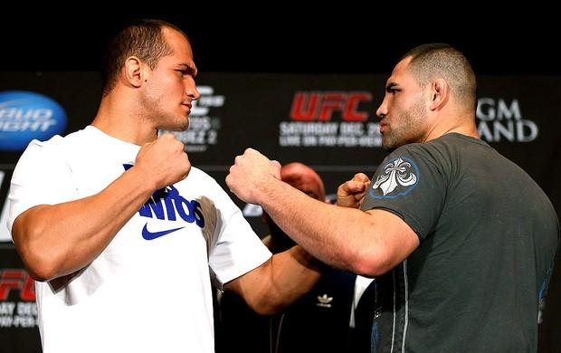 Junior Cigano e Cain Velazquez UFC Las Vegas (Foto: Getty Images)