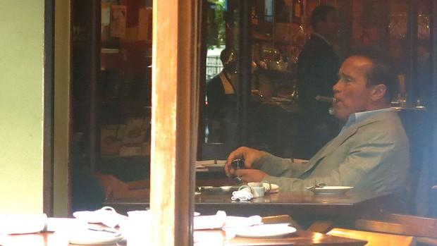Arnold Schwarzenegger charuto restaurante Rio de Janeiro (Foto: Amanda Kestelman)