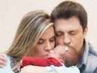 Mirella Santos e Ceará dão beijinho na filha
