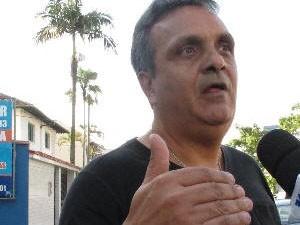Tio da vítima explica o estado de saúde dela  (Foto: Anna Gabriela Ribeiro/G1)