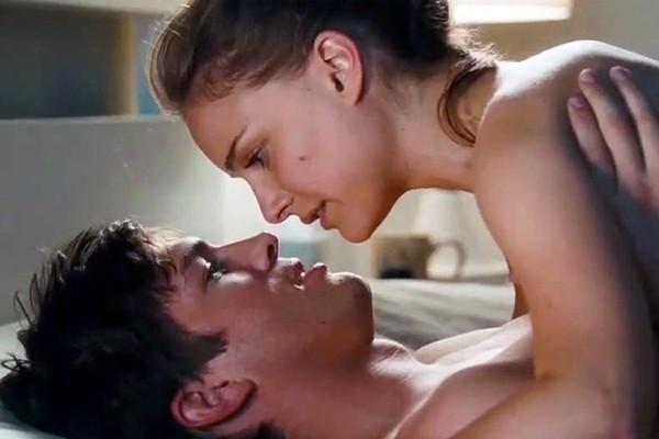 Ashton Kutcher e Natalie Portman em cena de 'Sexo Sem Compromisso' (2011) (Foto: Divulgação)