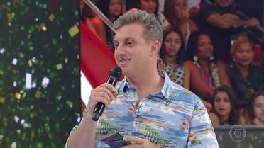 Luciano Huck apresenta os jurados do concurso 'Musa do Carnaval'
