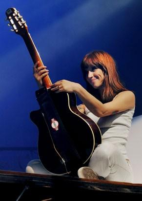 Mel Lisboa com o cabelo ruivo da diva Rita Lee (Foto: Priscila Prade)