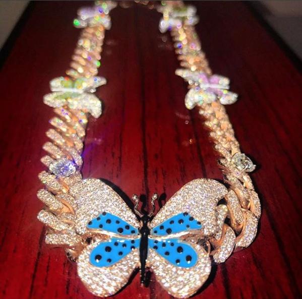 O colar de diamantes, da joalheria Avianne Co, está avaliado em R$ 188 mil (Foto: reprodução/instagram)