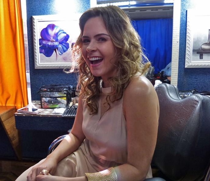 Ana Paula posa nos bastidores da gravação (Foto: Brunella Menezes/Gshow)