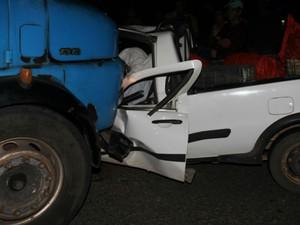 Motorista do caminhão fugiu sem prestar socorro as vítimas depois do acidente (Foto: Raimundo Mascarenhas / Calila Noticias)