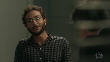 Elio fala sobre Aline para o delegado