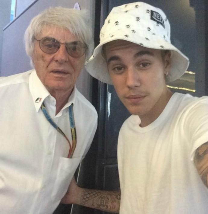 """Justin Bieber em """"selfie"""" com Bernie Ecclestone (Foto: Reprodução/Shots.me)"""