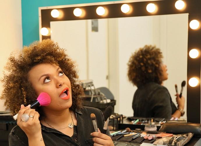 Agnes Jamille ensinou o truque de contornos e iluminação no rosto (Foto: Isabella Pinheiro/Gshow)