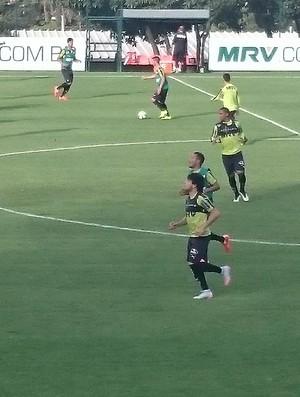 Luan, atacante do Atlético-MG, em treino (Foto: Rafael Araújo)