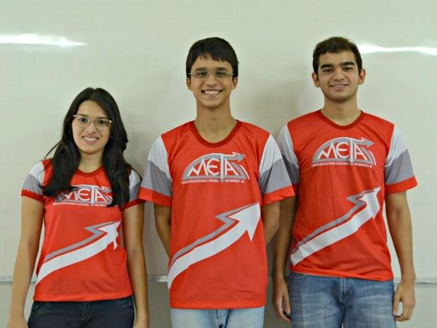 Luís Humberto (centro) alcançou o 3 lugar e Illana Souza (esq.) o 4 lugar em medicina na Ufac; Maykom de Lira (dir.) passou em 5 na Ufam (Foto: Caio Fulgêncio/G1)