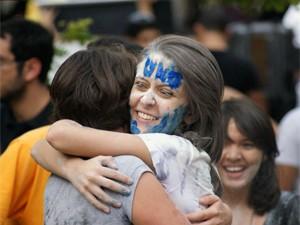 Estudante comemora aprovação no 2º vestibular da UnB (Foto: Vianey Bentes / TV Globo)