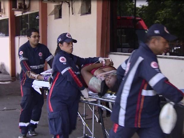 Vítimas foram levadas para o Hospital de Emergência de Macapá (Foto: Reprodução/TV Amapá)