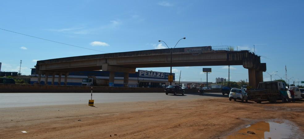 Empresa responsável pela obra prentende aproveitar parte já construída do viaduto da Rua Três e Meio, segundo Dnit (Foto: Hosana Morais/G1)