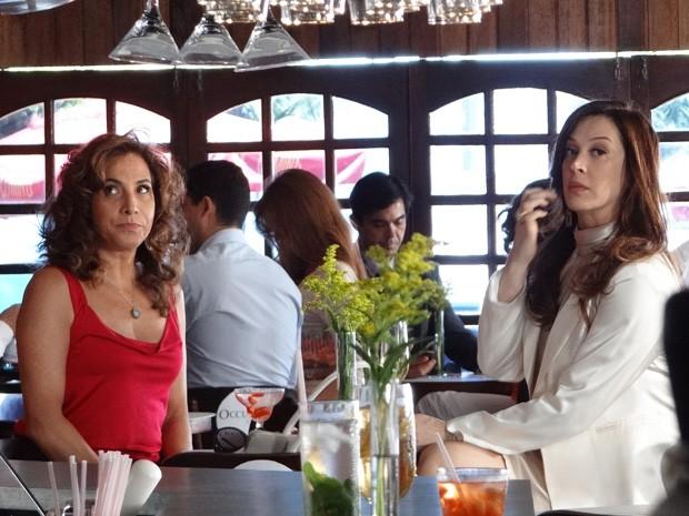 Totia e Claudia aguardam para começar a gravar (Foto: Salve Jorge/TV Globo)