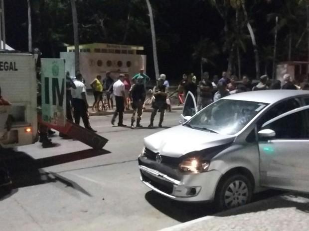 Perseguição termina com morte na Avenida Boa Viagem (Foto: Pedro Lins/TV Globo)
