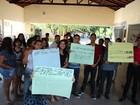 Bolsistas de Uespi protestam contra atraso de três meses dos repasses