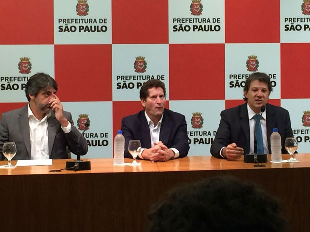 Garibe, Tatto e Haddad em coletiva de imprensa na Prefeitura nesta terça-feira (10) (Foto: Márcio Pinho/G1)