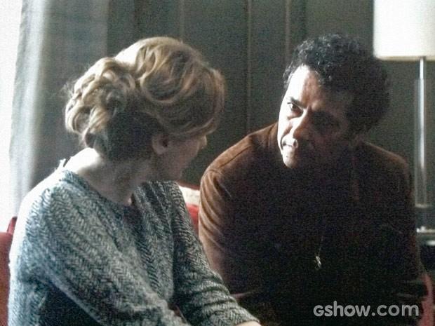 Pedroso dá continuidade à investigação na mansão Mahler (Foto: O Rebu / TV Globo)
