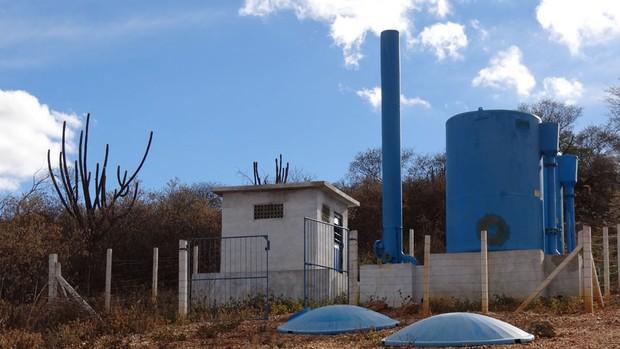 Em 2007, o Ministério da Integração liberou verba para implantação e recuperação do sistema de abastecimento de água de Riacho do Recreio, em Lagoa Grande. Apesar do dinheiro em caixa, a obra não foi concluída. (Foto: Luna Markman/G1)