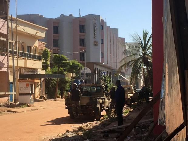 Grupo armado mantém reféns em hotel do Mali (Foto: Sebastien Rieussec/AFP)