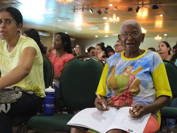 Osmarina Duarte rever conteúdos para o Enem em revisão que reuniu 2 mil alunos (Foto: Fernando Brito/G1)