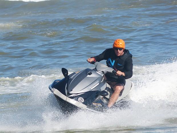 Oscar Magrini dentro d'água mostra mais habilidades (Foto: Estrelas/TV Globo)