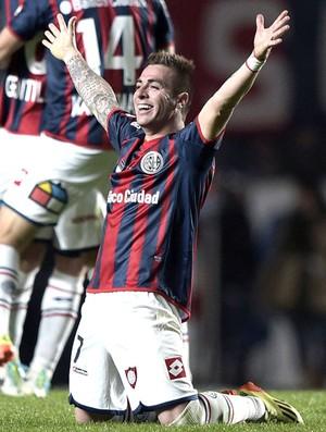 Julio Buffarini comemoração San Lorenzo x Nacional-PAR final Libertadores (Foto: AFP)
