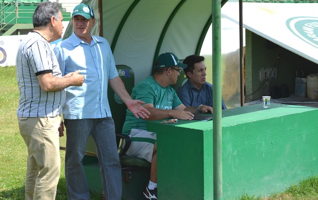 Vilson Tadei acompanha treinamento do Guarani (Foto: Rafael Pio / Divulgação Guarani)