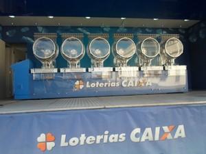 um escolhido do público deve assumir os globos durante sorteio  (Foto: (Foto: Tácita Muniz/ G1))
