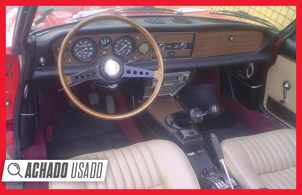 Interior do Fiat 124 Sport Spider está todo original, incluindo detalhes como o belo volante (Foto: Reprodução)