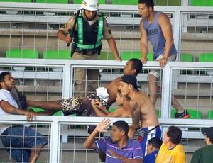 confusão torcida Cruzeiro jogo Atlético-MG (Foto: Cristiane Mattos / Agência Estado)