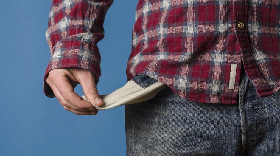 bolso vazio, economia, pobreza, dinheiro, falta de dinheiro (Foto: ThinkStock)