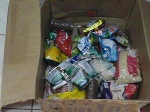4b851f0d4e4 O bazar conta com doacao de alimentos náo pereciveis (Foto  Projeto Dance  Comigo